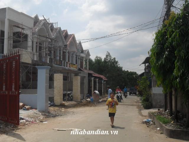 Bán nhà mặt tiền đường nhựa 90m2 gần Trung Tâm Y tế Dĩ An giá 1 tỷ 350 triệu