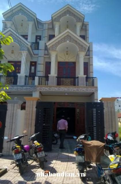 Bán nhà 2 lầu mặt tiền kinh doanh gần chợ Đông Hòa giá 1 tỷ 750 triệu