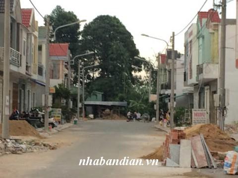Bán nhà có sân để xe hơi mặt tiền kinh doanh Lê Văn Tiên