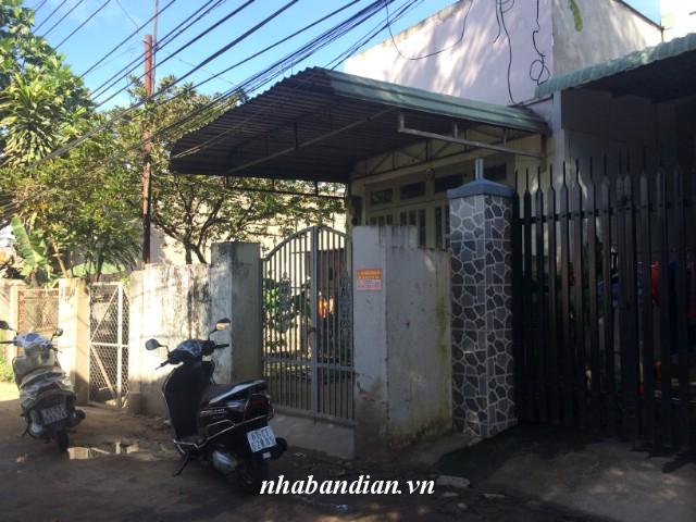 Bán nhà cấp 4 gần Ủy ban nhân dân phường Tân Đông Hiệp gia 800 triệu