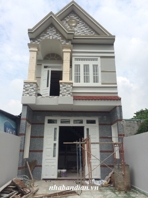 Bán nhà lầu 95m2 có sân xe hơi gần ngay đường Trần Hưng Đạo Dĩ An