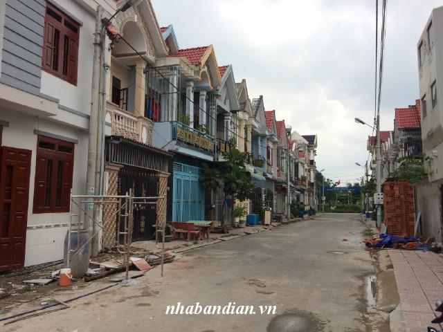Bán nhà lầu trong khu dân cư đường nhựa 10m Tân Đông Hiệp giá 830 triệu