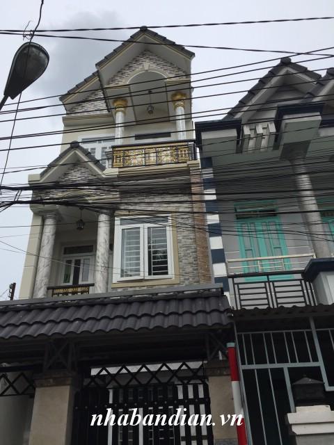 Bán nhà 2 lầu gần đường Trần Hưng Đạo và chợ Dĩ An giá 2 tỷ 350 triệu