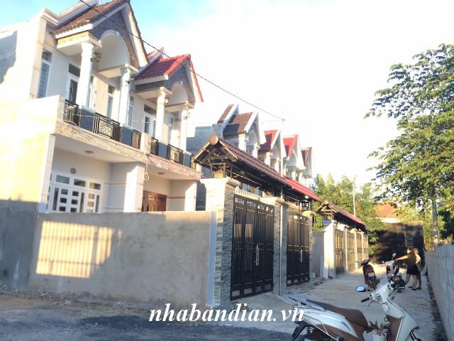Bán nhà lầu 92m2 có sân xe hơi gần đường Trần Hưng Đạo, Ngã Ba Cây Lơn giá 1 tỷ 850 triệu