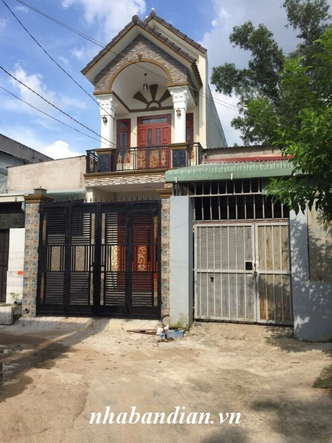 Bán nhà lầu có sân xe hơi 80m2 sau lưng chợ Dĩ An 1 gần đường nhựa lớn Trần Quang Khải.