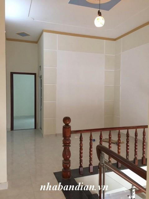 Bán nhà lầu có sân xe hơi 80m2 sau lưng chợ Dĩ An 1 gần đường nhựa lớn Trần Quang Khải