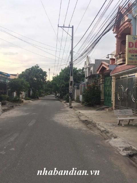 Bán nhà lầu 100m2 mặt tiền đường kinh doanh đường Truông Tre vào 200m sau lưng Siêu thị Big C Dĩ An