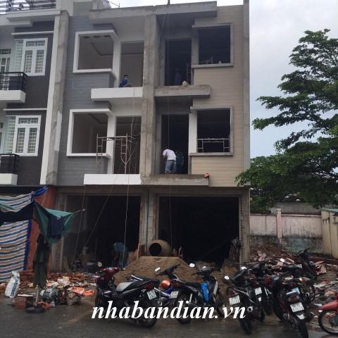 Bán nhà 2 lầu mặt tiền chợ kinh doanh buôn bán tốt phường An Bình thị xã Dĩ An