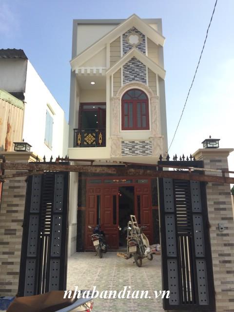 Bán nhà mặt tiền đường nhựa 100m2 trong khu dân cư đông đúc gần Bệnh viện thị xã Dĩ An