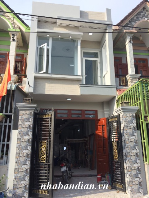 Bán gấp nhà phố hiện đại 80m2 gần đường Trần Hưng Đạo chợ Dĩ An