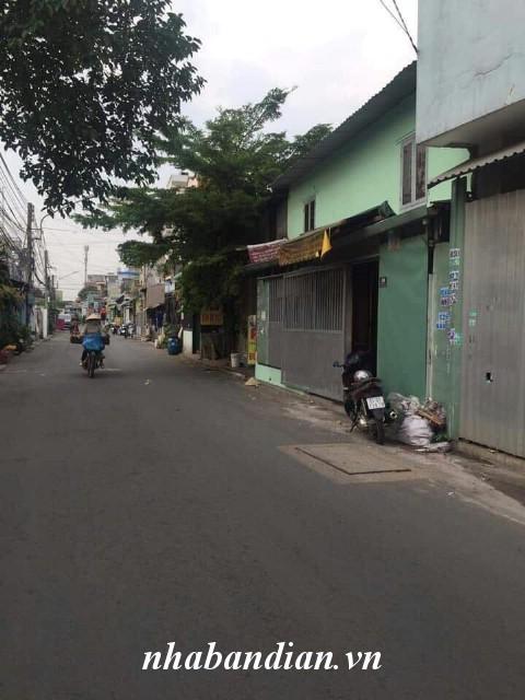 Bán nhà cấp 4 mặt tiền đường nhựa 8m gần chợ Xóm Nghèo Dĩ An