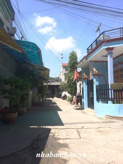 Bán nhà sổ chung 40m2 có gác đúc gần đường cao tốc Mỹ Phước Tân Vạn giá rẻ 745 triệu
