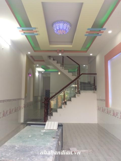 Bán nhà mặt tiền kinh doanh hai lầu 105m2 gần Ngã Ba Cây Lơn