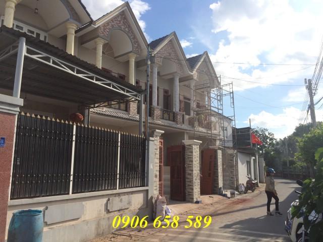 Bán nhà 84m2 mặt tiền nhựa  sau lưng Ủy ban phường Tân Đông Hiệp