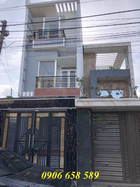 Bán nhà phố hai lầu 80m2 gần chợ Bình An sân rộng để xe hơi