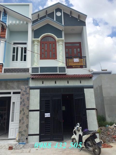 Bán nhà mới xây một lầu đường nhựa 10m gần đường lớn ĐT743