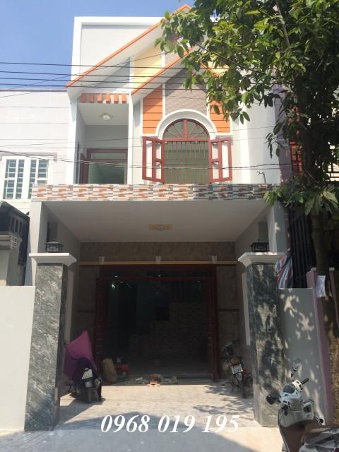 Bán nhà dĩ an 100m2 gần Làng Đại học Quốc gia sân xe hơi