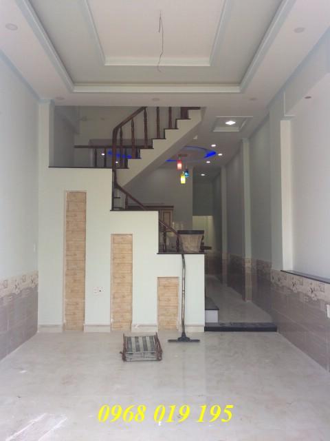 Bán nhà lầu 68m2 gần Bệnh viện thị xã Dĩ An giá chỉ 2 tỷ 300 triệu