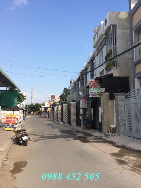 Bán nhà lầu 100m2 sân xe hơi gần Ngã Tư Bình Thung giá 2 tỷ 700 triệu