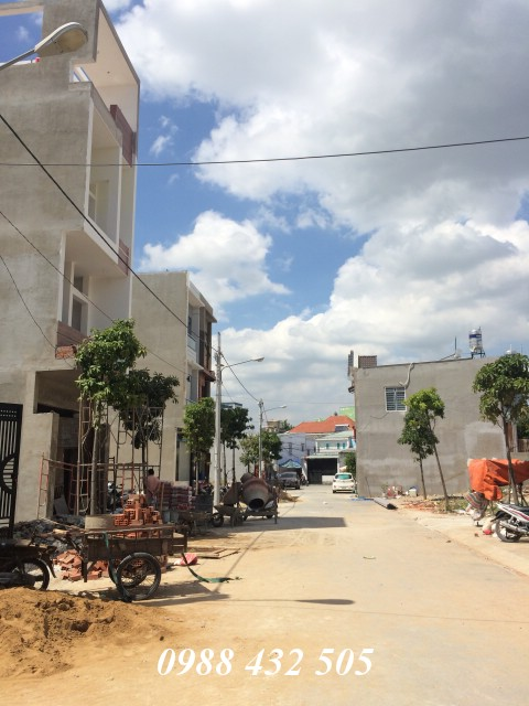Bán nhà phố hai lầu ngay chợ Đông Hòa trong khu dân cư đường 10m