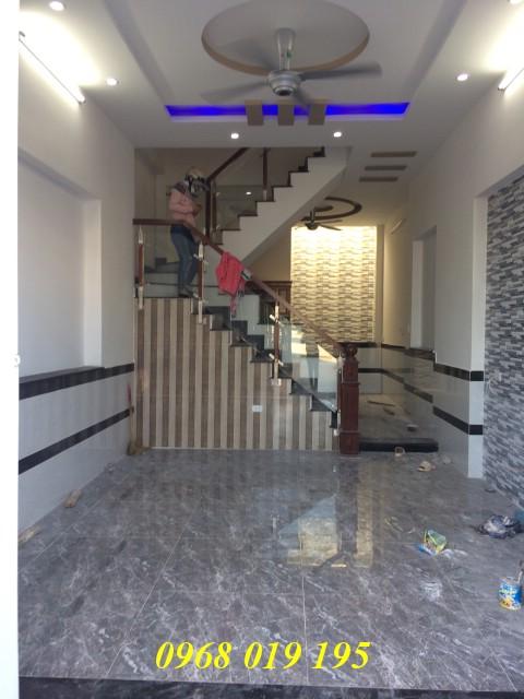 Bán nhà mới xây hai lầu kiên cố ngay chợ Đông Hòa
